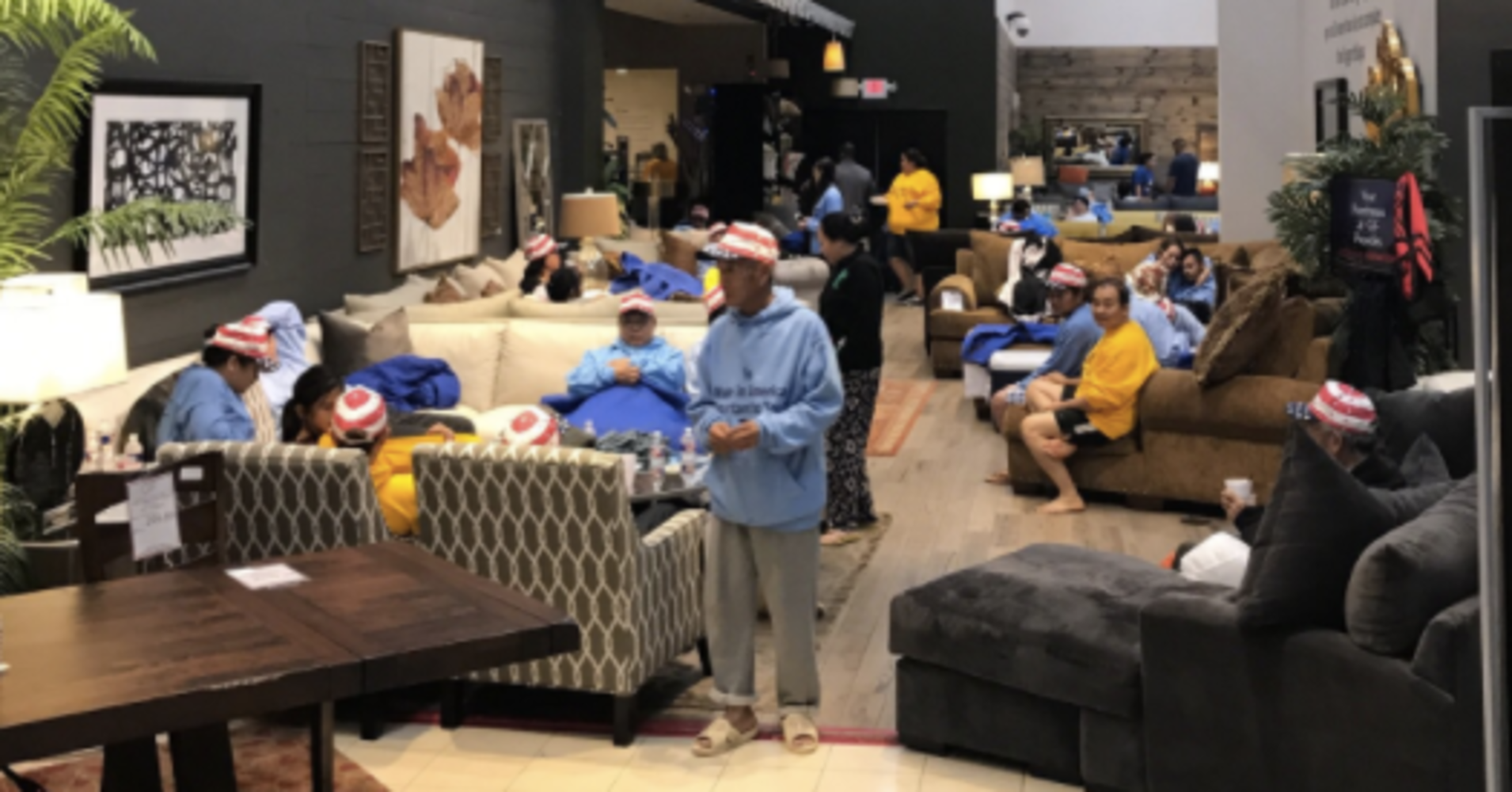 Out of all the chaos still happening in the houston area due to hurricane harvey people are bonding together to do what they can and when a local furniture